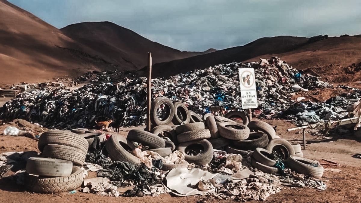 <span class='epigrafe'>La ruta del fast fashion en Chile:</span>Del maniquí a la basura: el alto impacto ambiental de la moda desechable