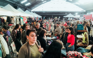 """""""Traperas Fashion Week"""" se transformó en la feria y desfile de reciclaje textil más grande de Chile."""