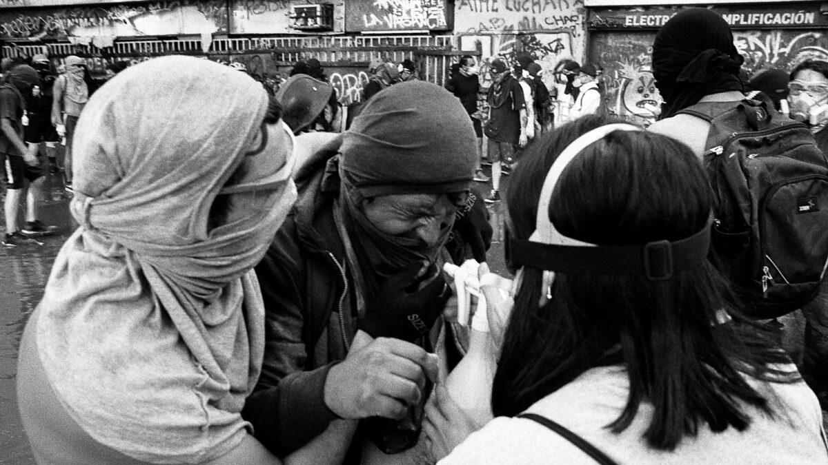 <span class='epigrafe'>Un oftalmólogo, un psicólogo, un protesista y dos enfermeras para más de 460 personas: </span>La deuda del Estado chileno con las víctimas de mutilaciones oculares
